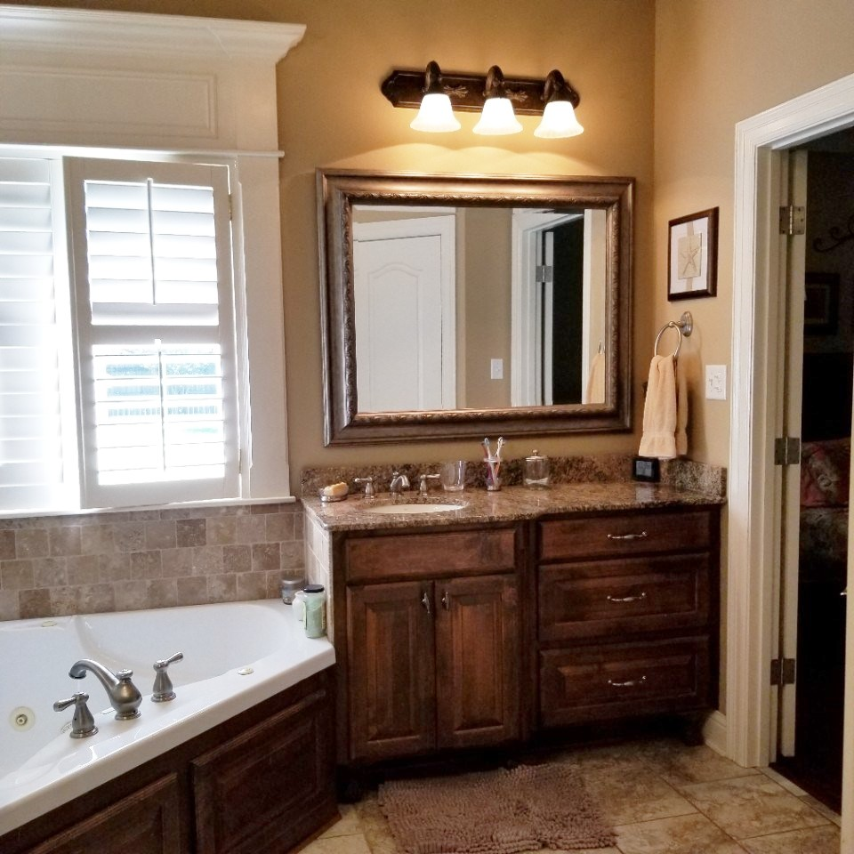 Traditional Master Bath Before